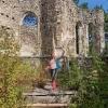 Hafnerberg woman standing in the yard of the castle ruins